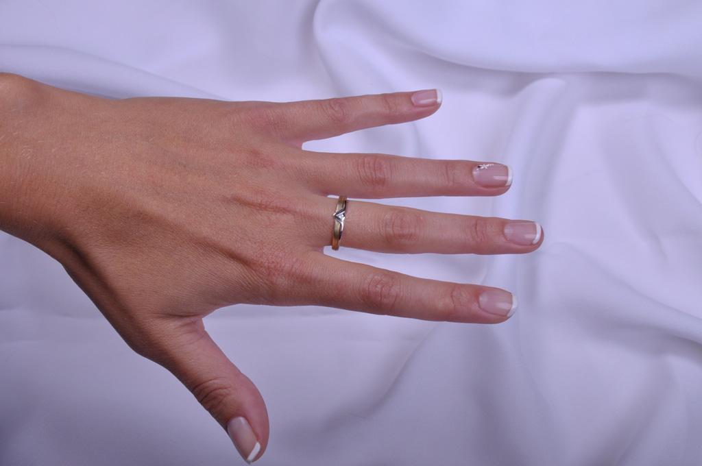 Prsten S Diamantem Briline 86910 Zasnubni A Diamantove Sperky S
