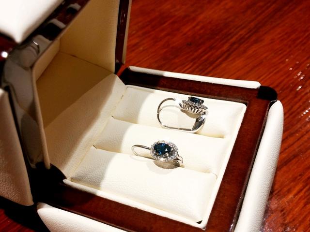 8e4fcbae6 Náušnice s diamanty a safírem Briline 388-0120-safir   Zásnubní a ...